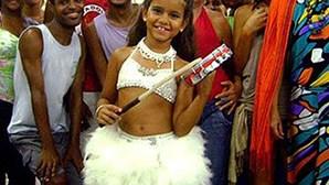 Rainha de samba com sete anos