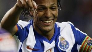 Alves regressa após agressão
