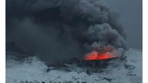 Cinzas vulcânicas encerram espaço aéreo irlandês