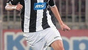 Sporting faz  avanços por Petrovic