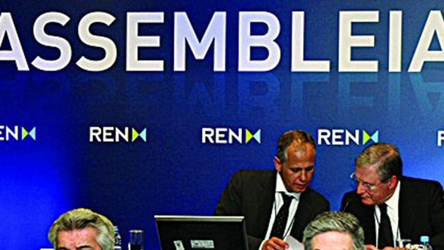Rui Cartaxo (em baixo, ao centro) apresentou os resultados da REN