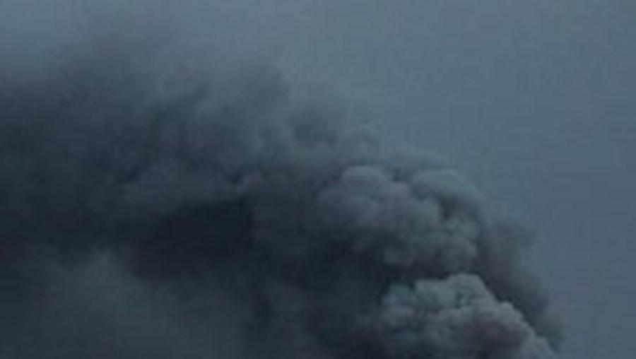 Desde 14 de Abril que vulcão de Eyjafjallajokull se encontra em erupção