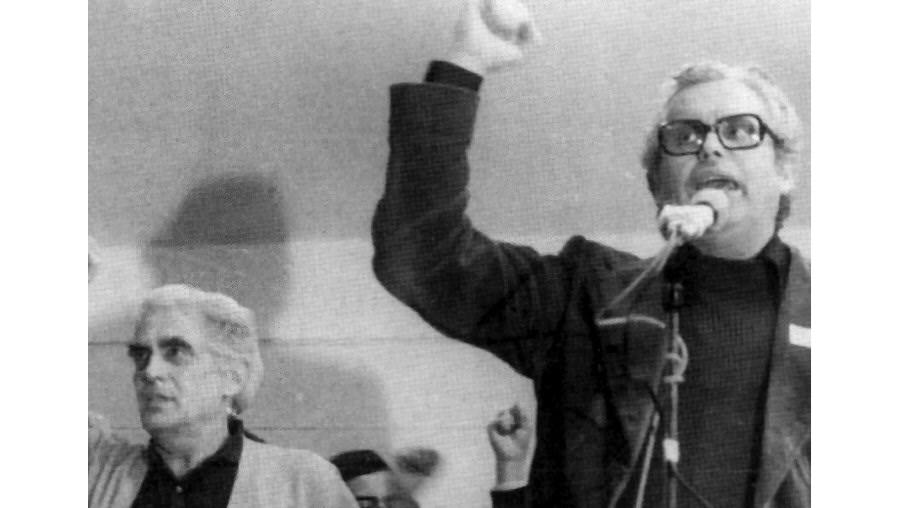 """Ao lado de Álvaro Cunhal, Carlos Brito acompanhou """"os seus sobressaltos ideológicos e viragens tácticas"""". As histórias são agora contadas num livro cheio de revelações"""