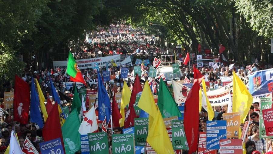 Milhares de portugueses desceram ontem a avenida da Liberdade para protestar contra as medidas de austeridade que o Governo vai impor
