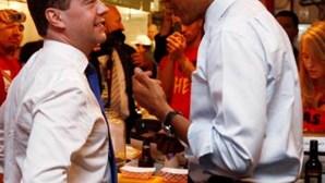 Obama e Medvedev discutem economia numa...hamburgueria