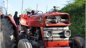 Despiste de tractor fere menina de três anos