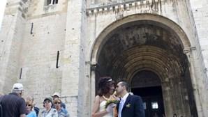 'Casamento' gay na Sé de Lisboa chama atenção de turistas