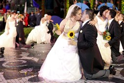 Já casados, noivos de Santo António desfilaram