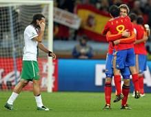 A alegria dos espanhóis após o golo contrasta com tristeza nacional