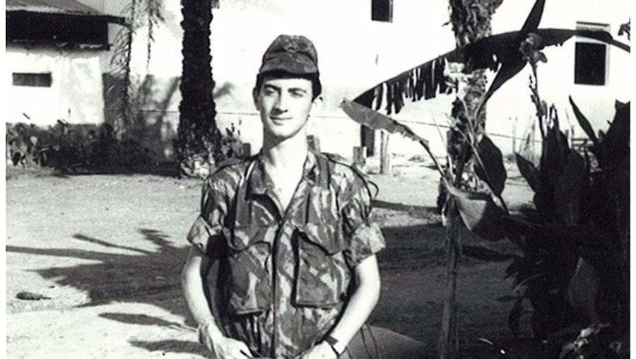 De serviço em Tomboco, como sargento de dia, furriel de transmissões. Ouvia as comunicações entre as companhias e o comando do sector em São Salvador