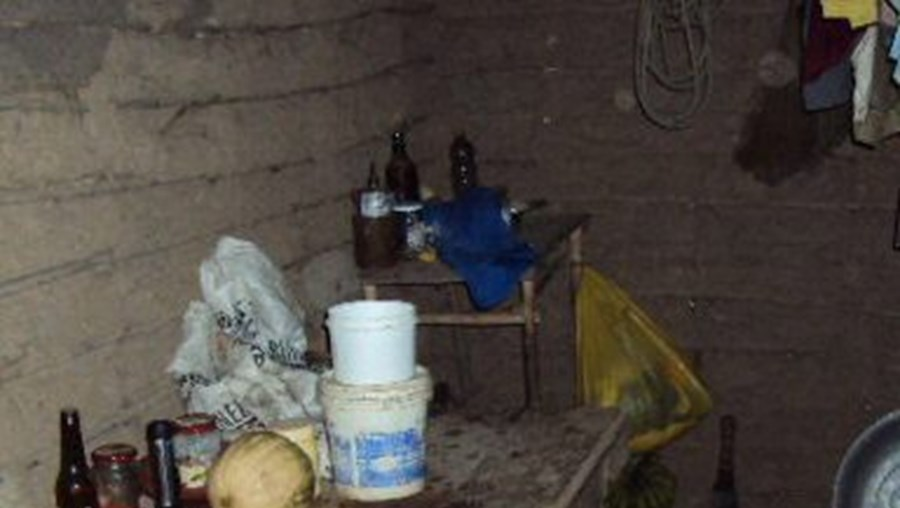 O pescador vivia com a filha, hoje com 29 anos, num miserável casebre numa ilha do município de Pinheiro