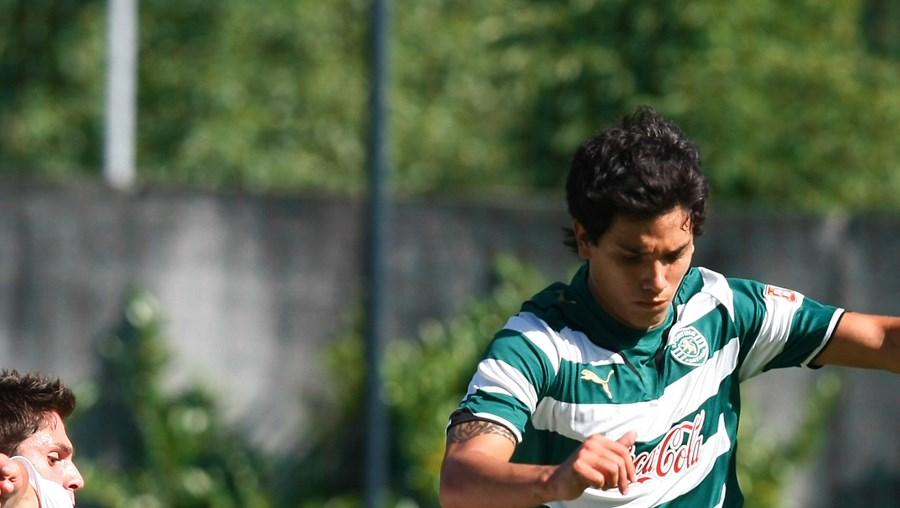 Filipe (V. Guimarães) e Renato Santos (Sporting) em luta acesa