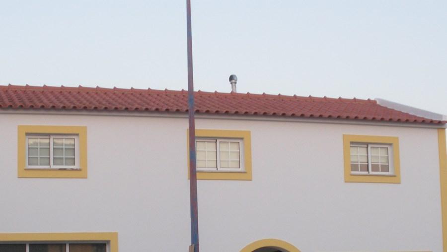 Rui e Amália Guerreiro viviam nesta casa em Santo André. Matou a mulher e amante a tiro junto à barragem de Morgavel