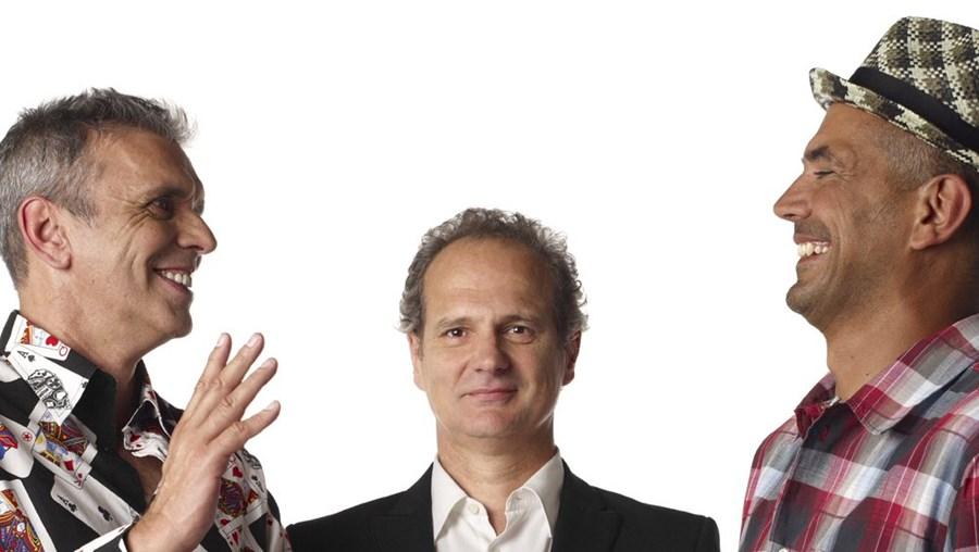 Rui Reininho, Tóli e Jorge Romão estão de volta aos discos e garantem que 'Retropolitana' é uma viagem pop