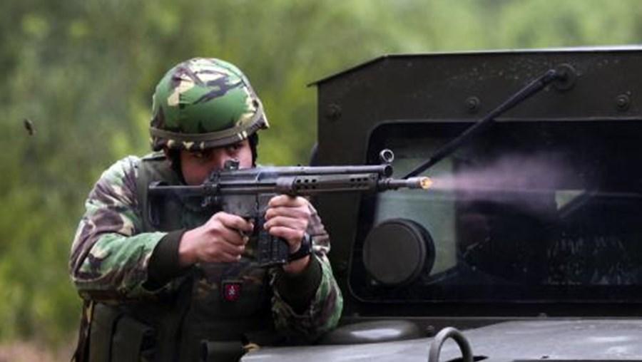 Comandos disparam sobre centro de desintoxicação