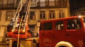 Incêndio em prédio causa ferido grave