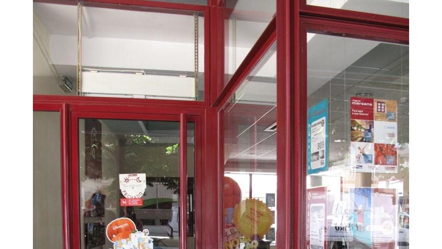 Por ordem do director-geral, José Vicente Semper, a Marsans fechou as suas 30 lojas em Portugal.