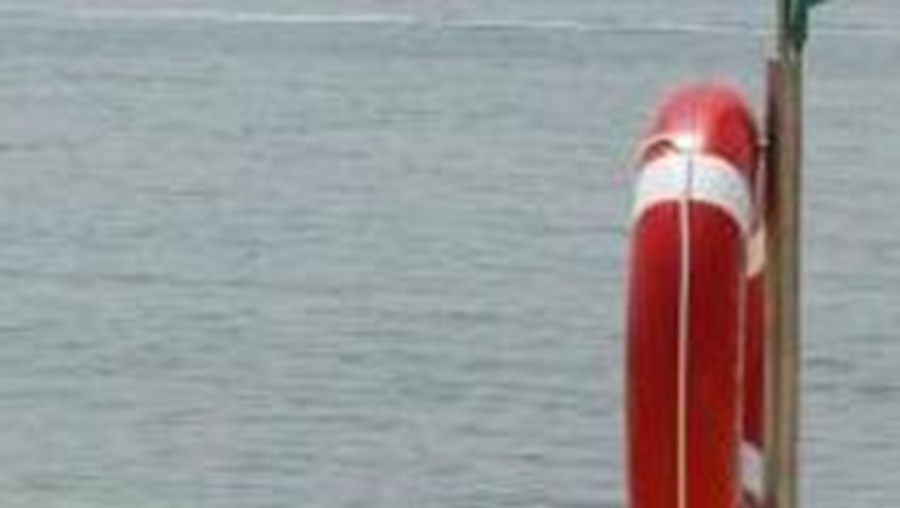 Autoridades marítimas tentam localizar jovem