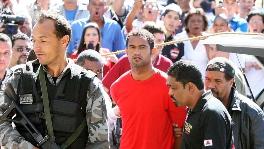 A detenção do guarda-redes titular do Flamengo, acusado da morte de Eliza, está a chocar o Brasil