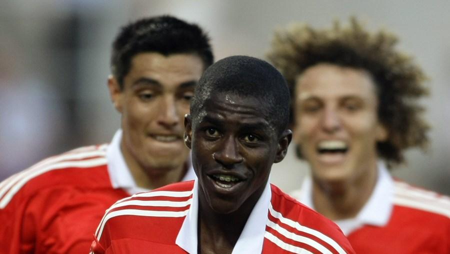 Ramires, na foto com Cardozo (à esq.) e David Luiz, tem uma proposta do Chelsea, de 22 milhões de euros