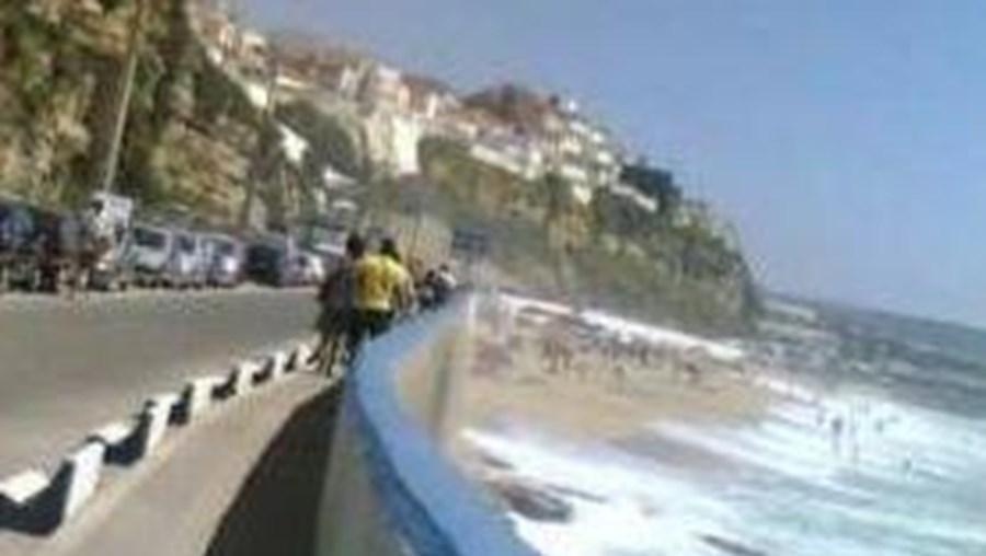 Praia do Algodio interdita a banhos esta quinta-feira