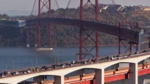 Inspecção a pilares da ponte 25 de Abril