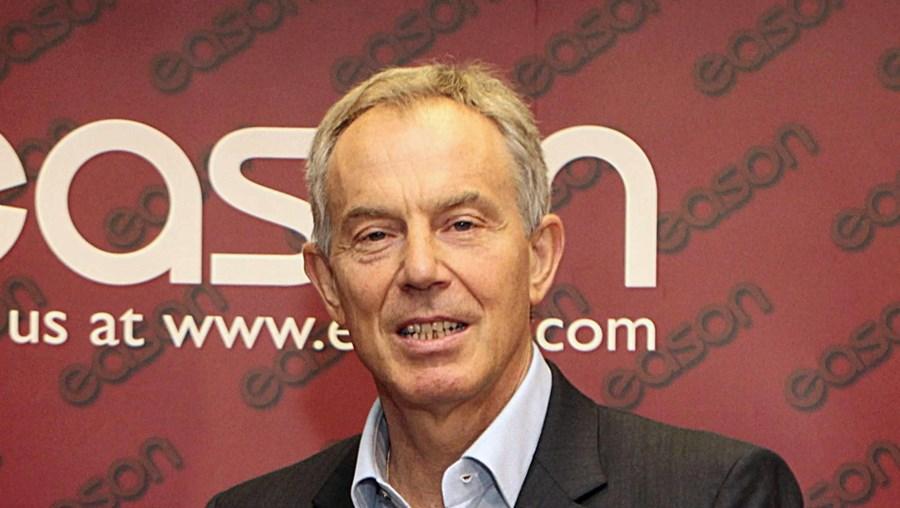 Tony Blair fala sobre cimeira das Lajes no seu livro