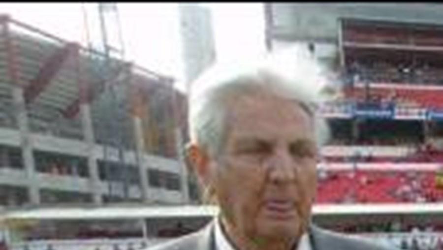 Técnico chileno esteve no Estádio da Luz em 2003