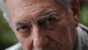 Mario Vargas Llosa comovido com Nobel da Literatura