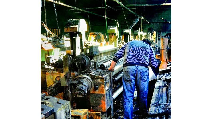 Muitas máquinas ficaram destruídas pelo incêndio que devastou fábrica têxtil em Alfena, Ermesinde