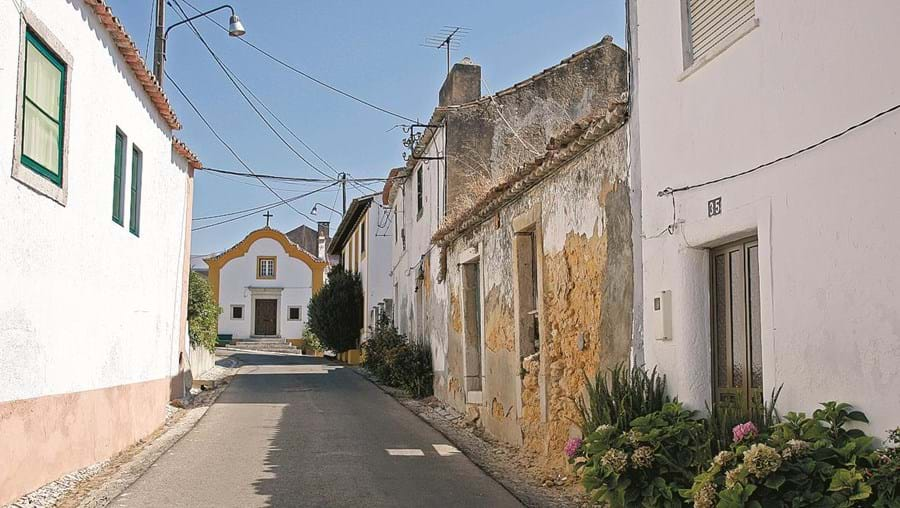 Uma rua de Oleiros, localidade da freguesia de Azeitão, Setúbal, onde se registaram inúmeros furtos a casas