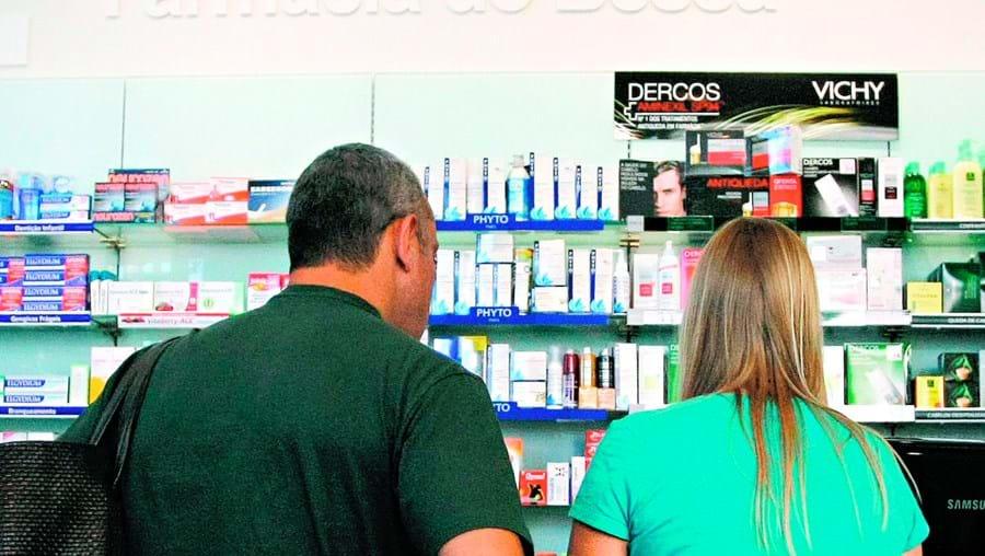 Os dois assaltantes entraram na farmácia do Bessa quando estava apenas um funcionário