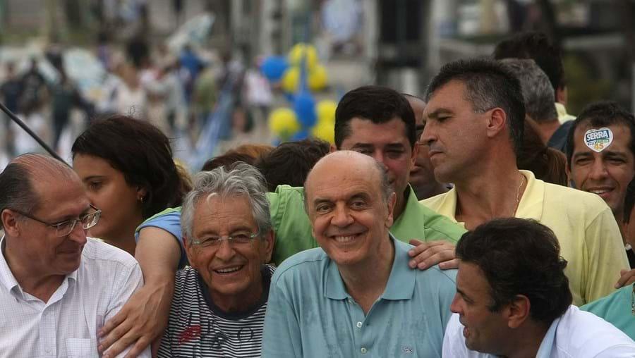 José Serra tem poucos dias para reduzir a desvantagem nas sondagens em relação a Dilma Rousseff
