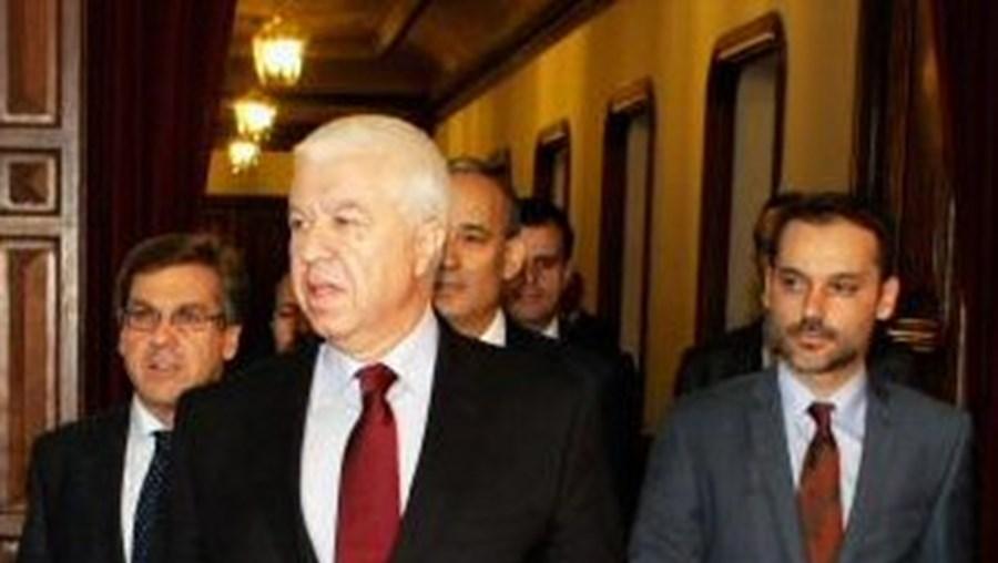 Teixeira dos Santos apresentou o Orçamento a 15 de Outubro