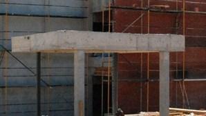 Centro escolar construído ilegalmente