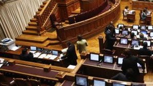 Orçamento deverá ser aprovado hoje com abstenção do PSD