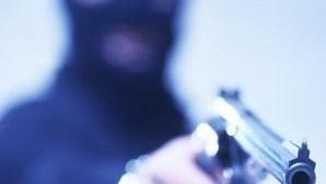Dois detidos por assaltos à mão armada