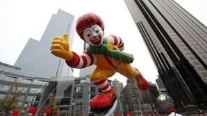 Super-heróis insufláveis nas ruas de Nova Iorque