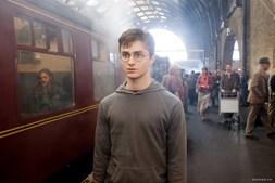 Harry Potter na estação 9 e 3/4, em King's Cross, antes de embarcar para Hogwarts, em a 'Ordem de Fénix' (2007)