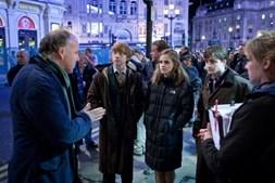 David Yates, realizador dos filmes de Harry Potter desde 2007, dá indicações aos três jovens para 'Os Talismãs da Morte'