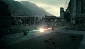O momento mais aguardado da saga é o combate final entre Harry Potter e Voldemort (Ralph Fiennes), que terá lugar na segunda parte de 'Os Talismãs da Morte'