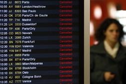 Muitos voos cancelados deixaram passageiros em terra no Aeroporto de Lisboa