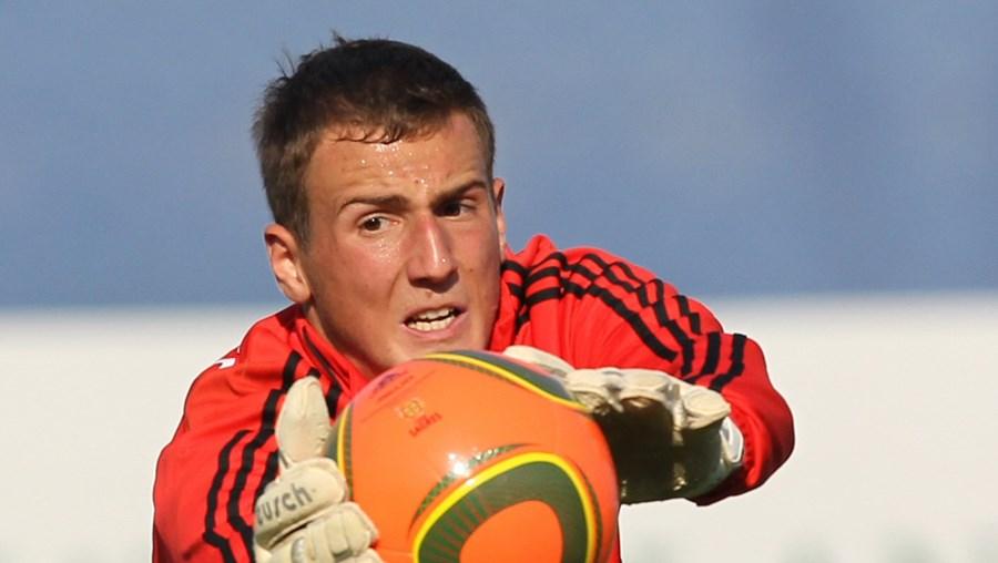 Oblak, de 17 anos, era seguido pelo Aston Villa e pelo Liverpool, mas acabou por assinar contrato com o Benfica