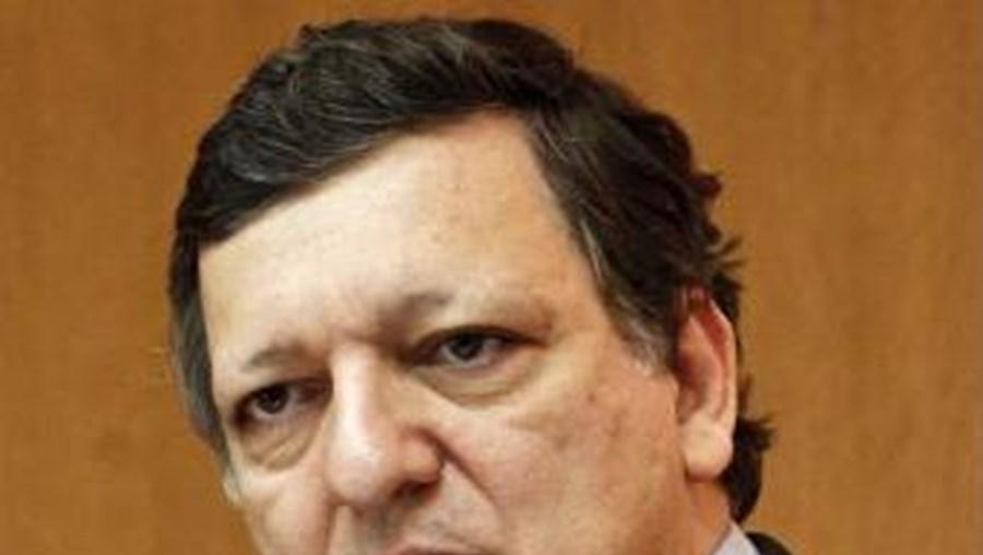 """Durão Barroso lamenta que """"responsáveis políticos"""" façam """"comentários em vez de tomarem decisões"""""""