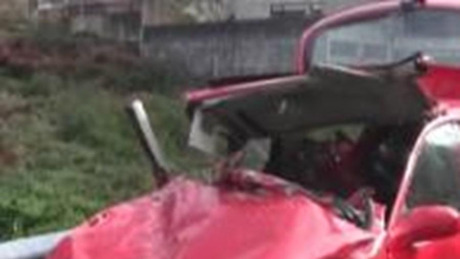 Na origem do acidente, que ocorreu na EN207 poucos minutos depois das 9h00 da manhã, poderá ter estado a chuva