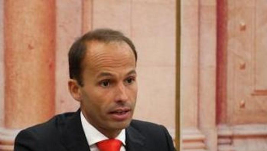 Pedro Mota Soares deseja saber se Helena André tem conhecimento do caso