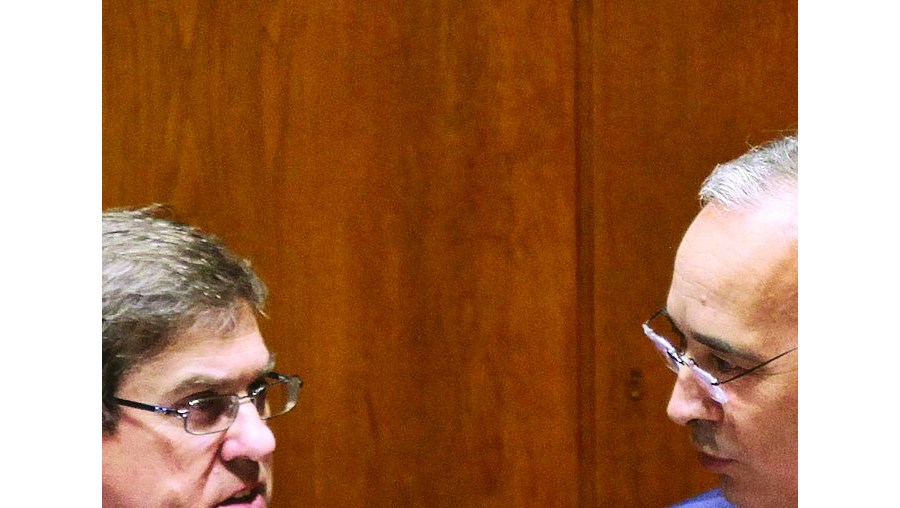 Ministro dos Assuntos Parlamentares, Jorge Lacão, e o secretário de Estado do Orçamento, Emanuel dos Santos