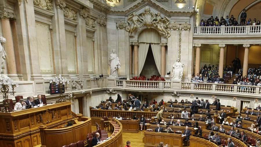 No Plenário, os deputados do PS acabaram por recuar na desresponsabilização financeira dos autarcas