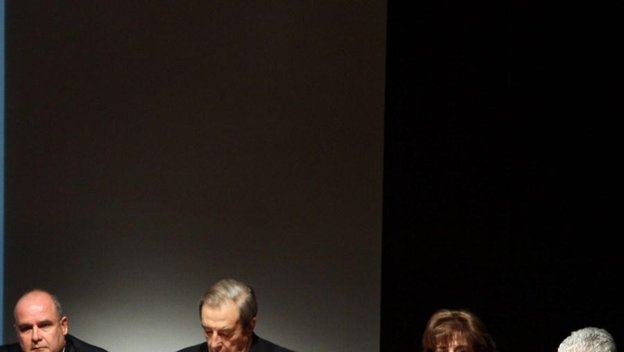 Professor Pinto de Abreu (à esq.) e o almirante Vieira Matias (ao lado) presidiram ao encontro na Culturgest