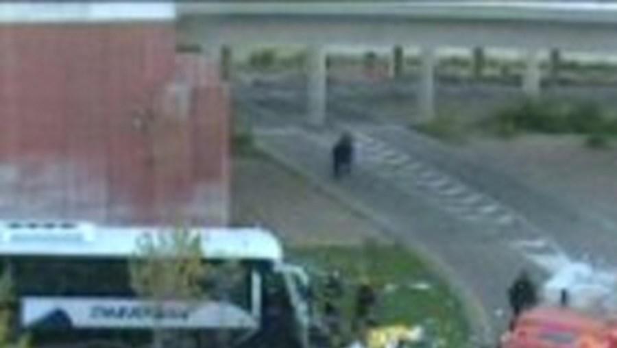 Autocarro saiu da estrada e caiu de uma altura de sete metros